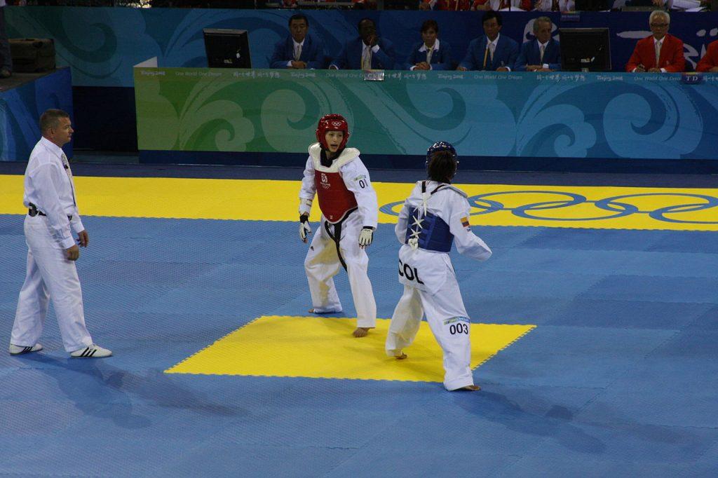 1280px-2008_Summer_Olympics_Taekwondo_-_Gladys_Mora_v.Yang_Shu-Chun_2